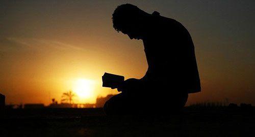 orando oraciones de la noche